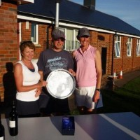 Ladies Champion Wendy Smith (R) and Runner Up Jill Dixon (L)
